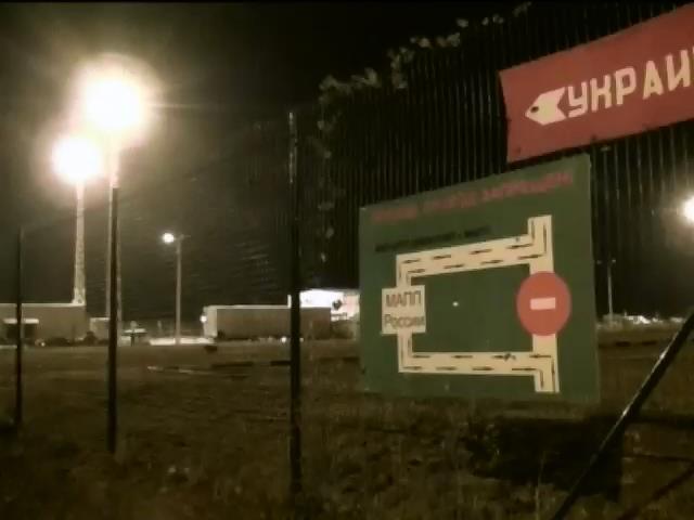 """Украинские пограничники и таможенники не знают что в новом """"гуманитарном конвое"""" Путина (видео)"""
