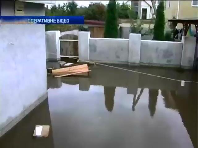 Рятувальники боряться з наслiдками буревiю в Одесi (видео)