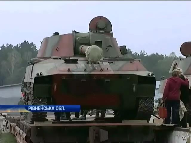 На складах ремонтують техніку для військових на Донбасі