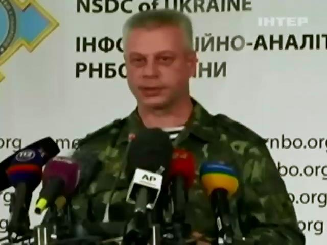 У аеропорт Донецька постiйно пiдвозять снаряди i харчi - РНБО (видео)