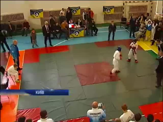 Чемпiонат з рукопашного бою серед дiтей присвятили eдностi Украiни (видео)