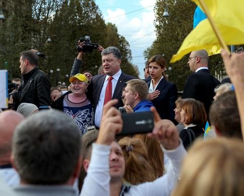 Порошенко начал визит в Милан со встречи с украинской диаспорой