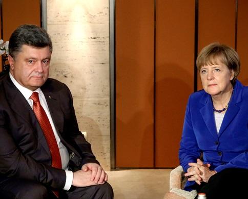 Порошенко перед встречей с Путиным заручился поддержкой Меркель (фото)