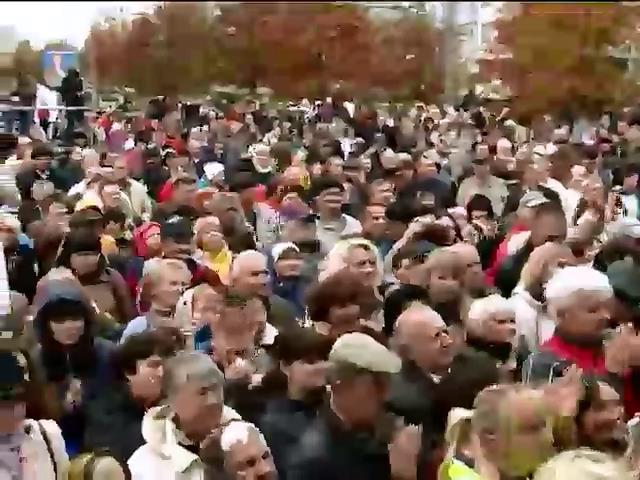 Выборы 2014: кандидаты сажают деревья и обещают восстановить Донбасс (видео)