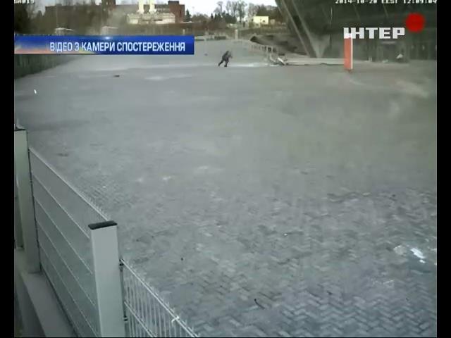"Дівчину мало не вбило падаючим шматком ""Донбас-арени"""