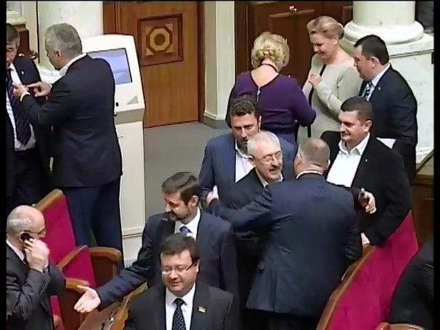 235 депутатiв не голосували за змiни до закону про вибори (видео)