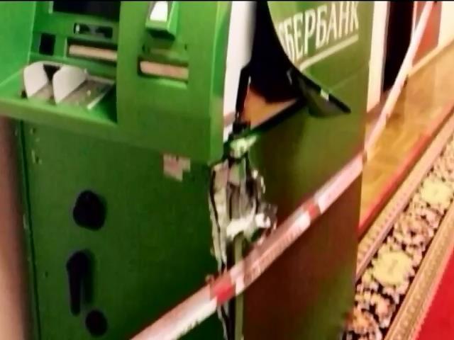 В Госдуме взломали банкомат Сбербанка ФОТО Фото взломанного банкомата вылож