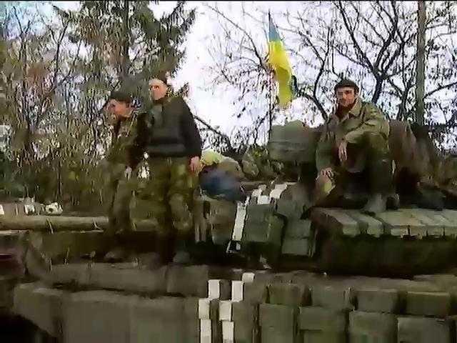 Волонтеры из Литвы под обстрелами возят помощь в аэропорт Донецка (видео)