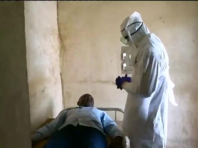 ВОЗ прогнозирует, что в декабре Эболой будут заражаться по 5-10 тысяч человек в неделю (видео)
