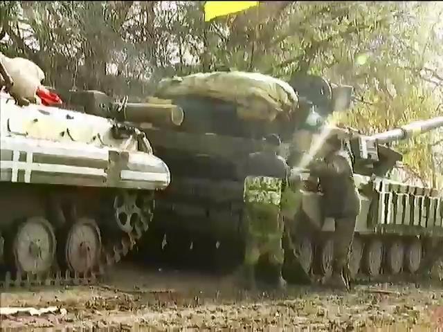 Терористи стягують технiку в Киiвський район Донецька (видео)