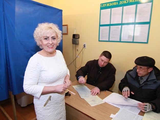 Скандальная  градоначальница Славянска Неля Штепа проголосовала из СИЗО (фото)