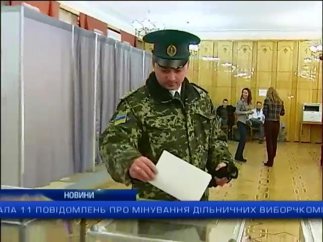 У Москвi украiнцi голосують поруч з металошукачами та автозаками (видео)