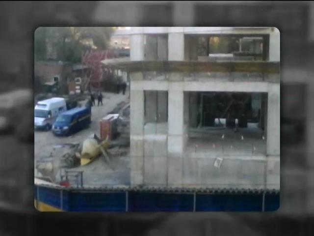В Днепропетровске 4 человека погибли под обломками крана (видео) (видео)