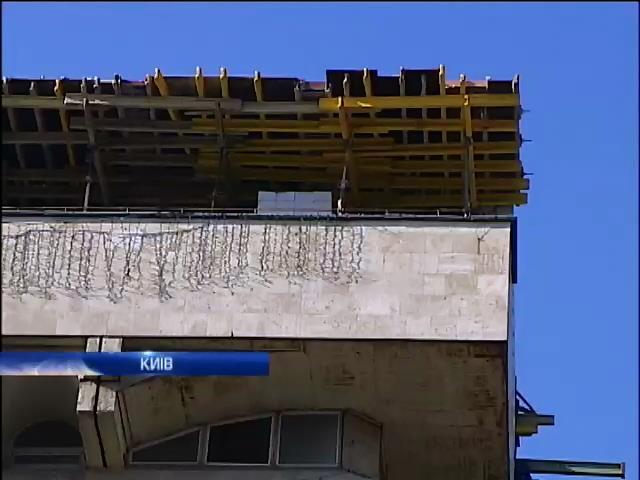 Прокуратура не може знести новий поверх у Будинку Профспiлок (вiдео) (видео)