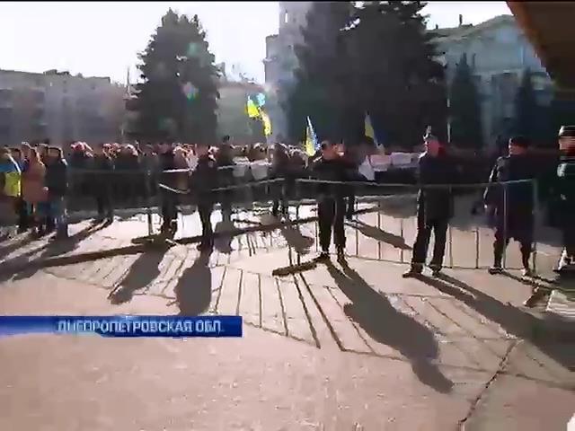 В Днепродзержинске члены комиссий требуют прекратить фальсификации выборов (видео)