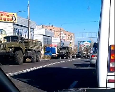 На Донецк из Макеевки движется колонна техники с боевиками ДНР (видео)