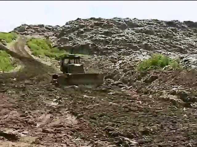 Львов годами просит чиновников закрыть опасную для жизни свалку (видео) (видео)