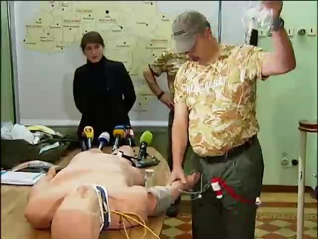 Парамедики зi США навчають украiнських вiйськових лiкарiв (видео)
