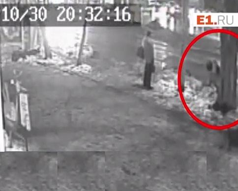 В России бизнесмен расстрелял двух ученых на остановке (видео)