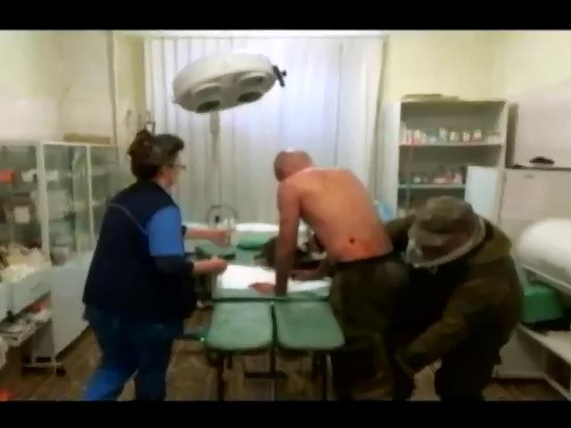 """Журналист """"Russia Today"""" ранен в зоне АТО (видео)"""