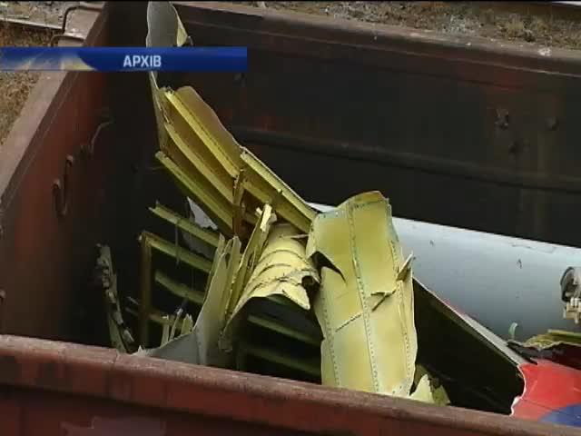 До Нiдерландiв сьогоднi вiдправлять вантажiвки з уламками Боiнга (видео)