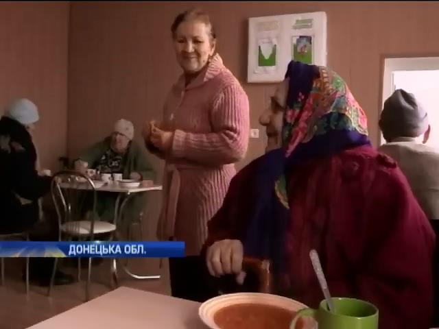 Будинок престарiлих бiля Марiуполя залишився без харчiв (видео)