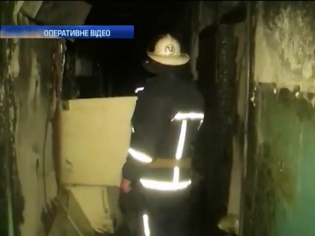 Пожежники врятували 10 чоловiк з гуртожитка у Харковi (видео)