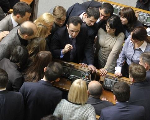 Яценюк пообещал новый Кабмин до вечера вторника