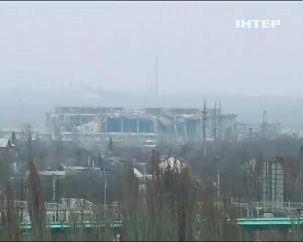 Аеропорт Донецька знову атакували терористи (видео)
