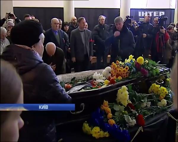 У Будинку вчителя прощалися з ґвгеном Сверстюком (видео)
