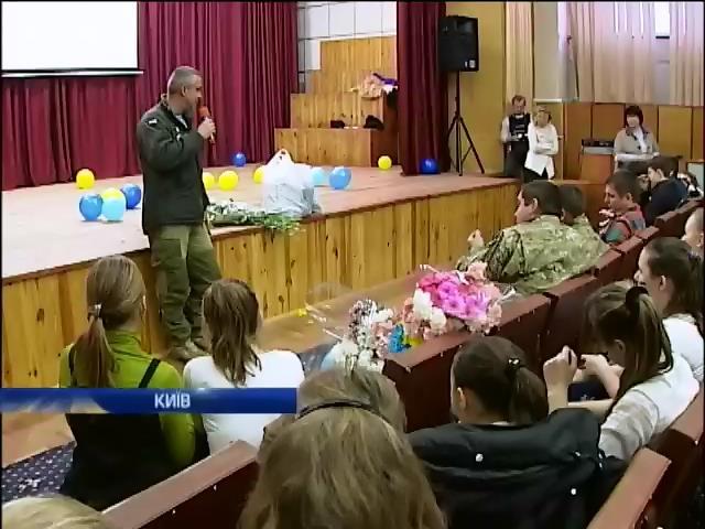 Кiборги розповiли дiтям про життя на передовiй (вiдео) (видео)