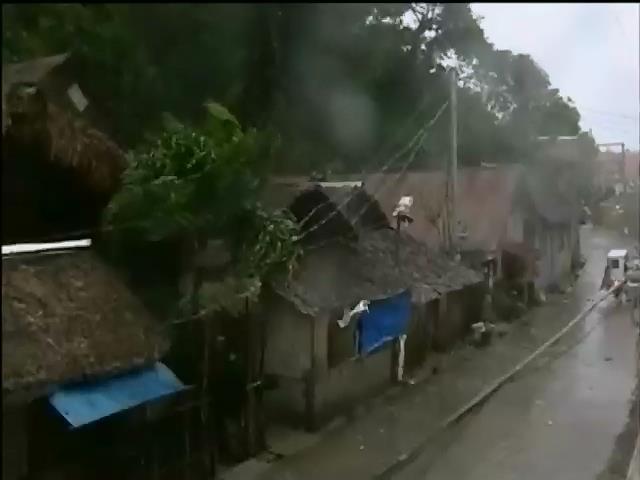Тайфун Хайян руйнуe будинки на Фiлiппiнах (видео)