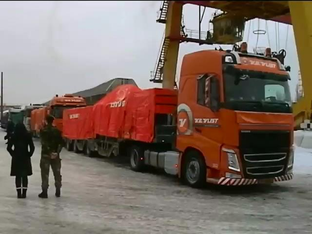 До Нiдерландiв вiдправили 4 вантажiвки з уламками Боiнга (видео)