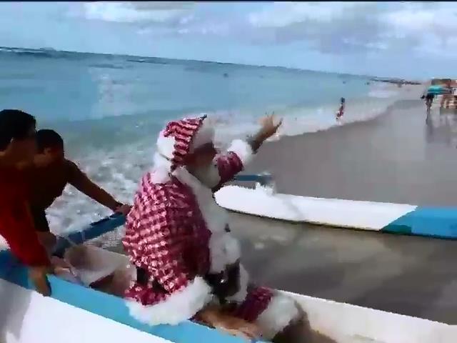 Санта-Клаус вiдпочив на Гаваях перед Рiздвом (видео)