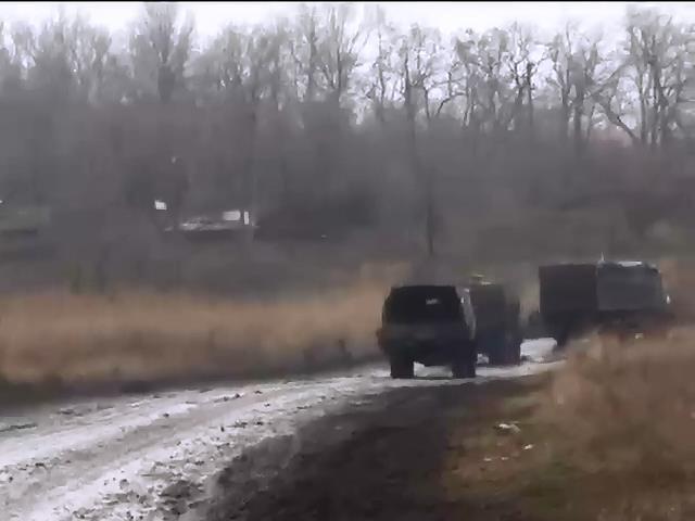 Терористи обстрiляли вiйськових пiд час ротацii (видео)