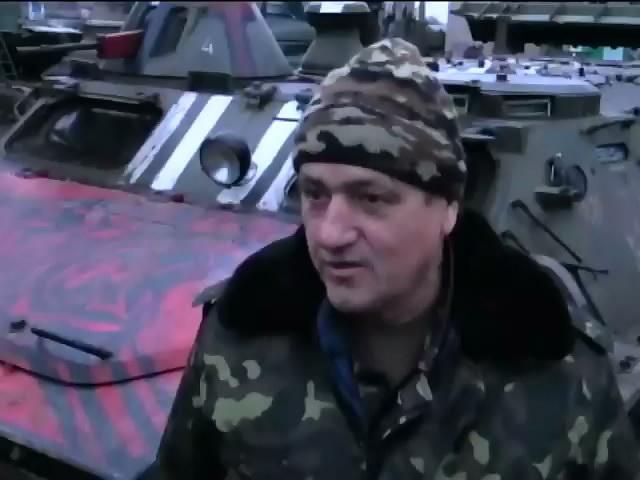 Военные делятся едой с пенсионерами поселка Крымское (видео)