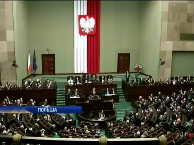 Польша отправит гумконвой в Украину для переселенцев с Донбасса (видео)