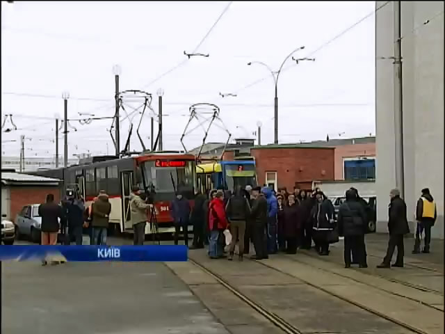 На День Святого Миколая у Киeвi очiкують транспортний колапс (видео)