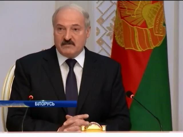 Лукашенко хоче, щоб Росiя платила Бiлорусi валютою (видео)
