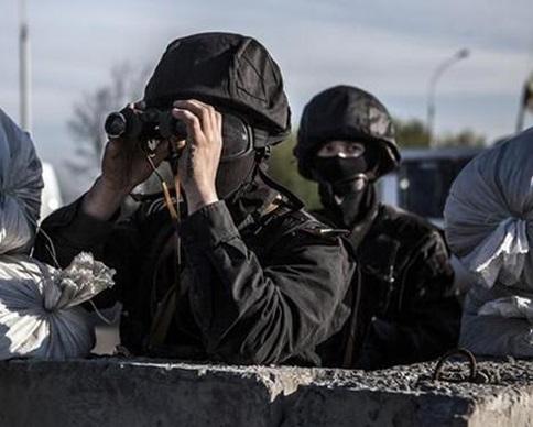 Украинских бойцов обстреляли в районах Дебальцево и Чермалыка