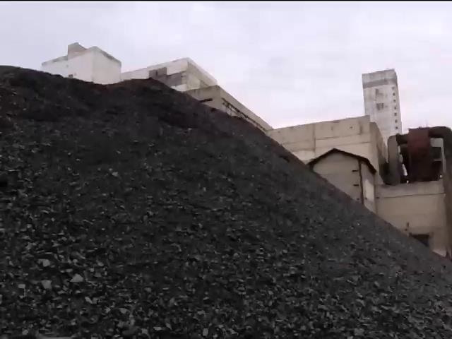 Под Донецком лежат десятки тонн ненужного угля (видео)