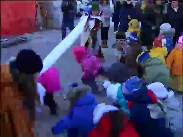 Волонтеры организовали для детей Донбасса новогодние утренники (видео)