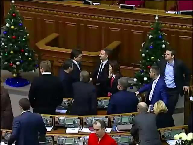 Как принимали бюджет-2015: гимн и голосование без документов (видео) (видео)