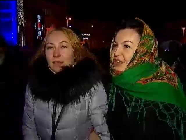 Украинцы на Новый год желают друг другу мира (видео)
