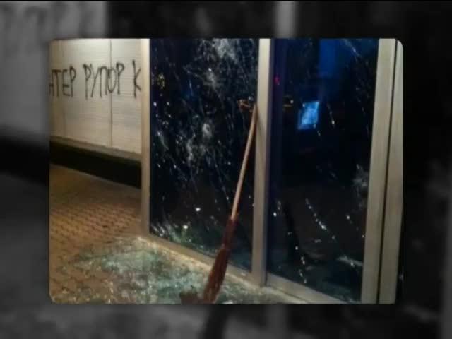 "Люди в масках напали на офис телеканала ""Интер"" (видео)"
