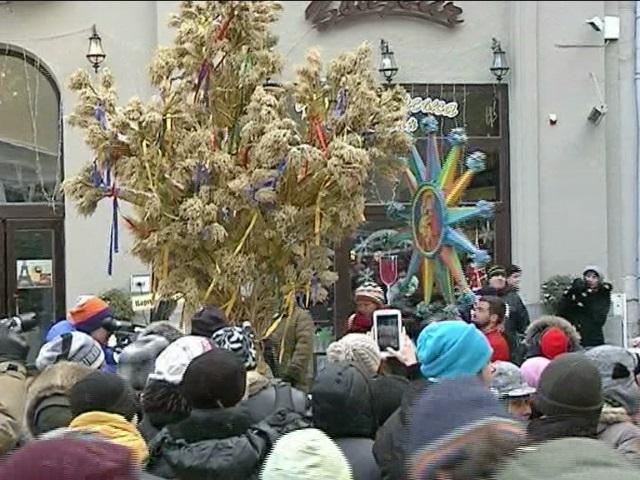 Во Львове открылся рождественский вертеп с традиционным дидухом (видео)