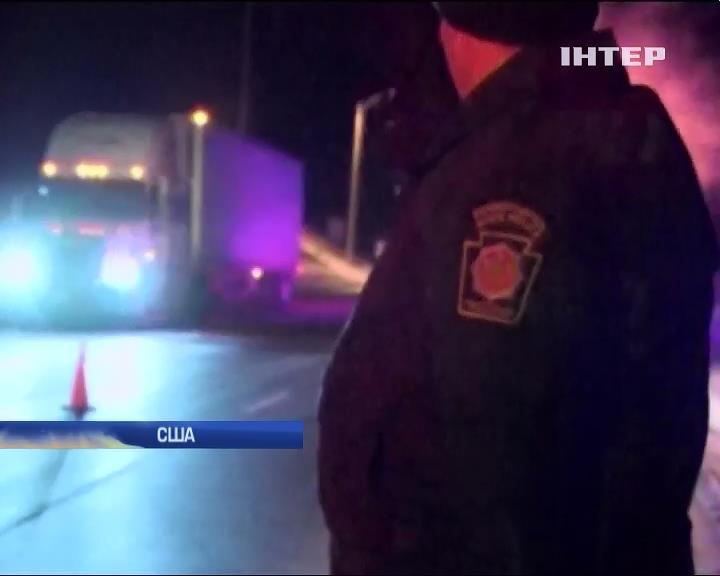 В США 9 грузовиков столкнулись из-за метели: есть жертвы (видео)