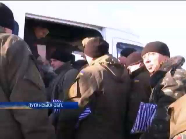 Геннадiй Москаль передав одяг i продукти вiйськовим (видео)