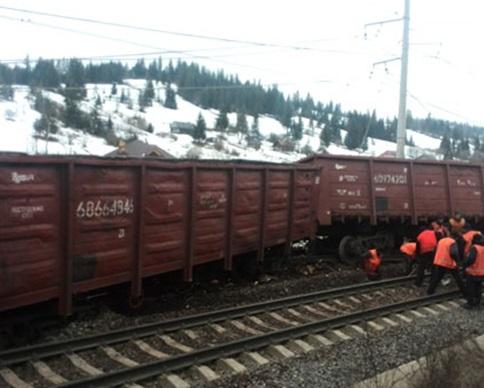 10 вагонов с железной рудой сошли с рельсов на Львовщине (фото)