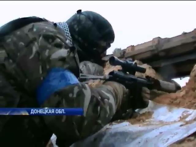 Военные под обстрелами удерживают Пески: эксклюзивные кадры (видео)